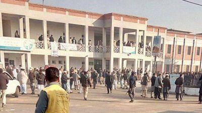 Al menos 21 muertos en un ataque terrorista contra una universidad en Pakistán