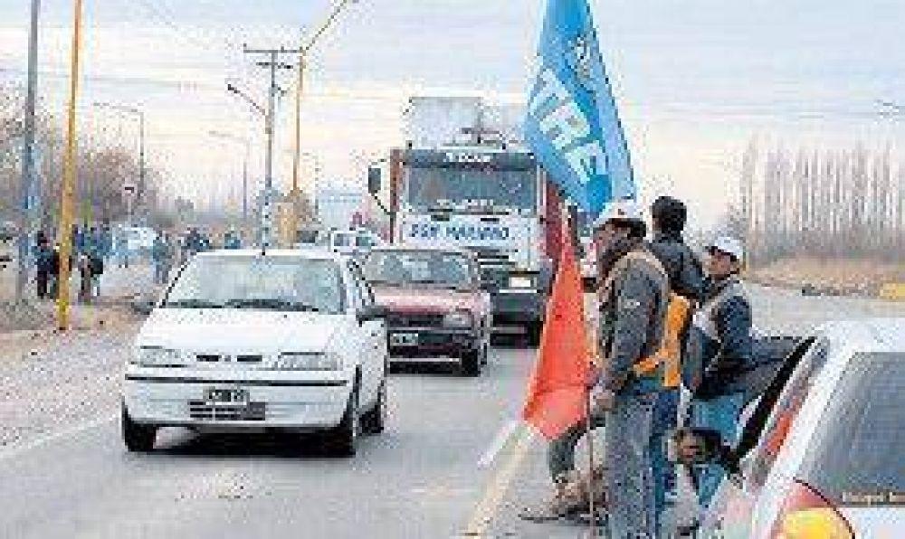 Protesta y cortes de trabajadores rurales en Neuquén y Río Negro