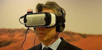 Macri probó anteojos de realidad virtual