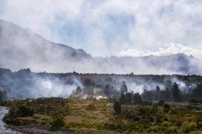 El incendio en el parque nacional Los Alerces ya afect� 1.600 hect�reas