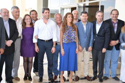 Casas suscribió el pedido de gobernabilidad para las provincias y de federalismo