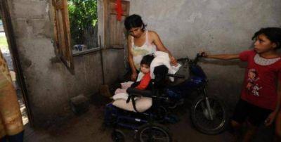 Manzur se comprometió a ayudar a la nena cuadripléjica y desnutrida
