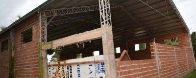 El intendente confirmó que se reactivará la construcción de la pileta climatizada