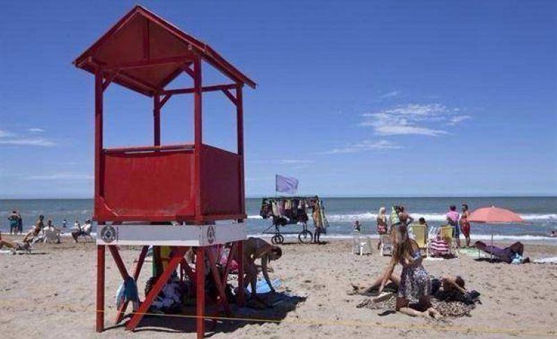 Guardavidas bonaerenses siguen de reclamo: pararon en Pinamar y en Miramar