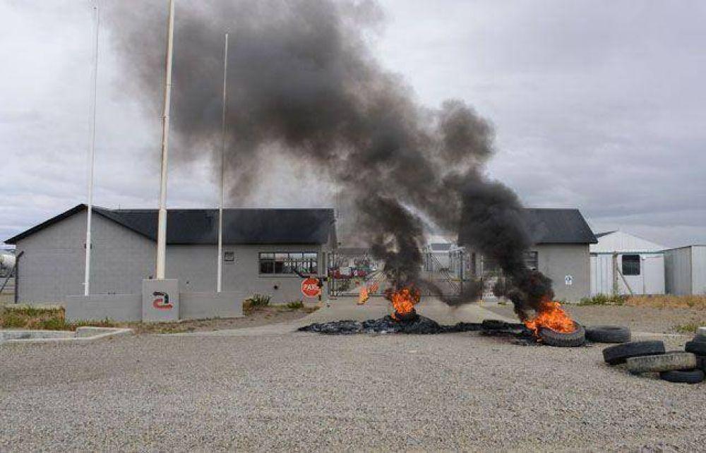 Obreros de Austral, Represas e Isolux Corsán en las rutas por falta de pago y trabajo