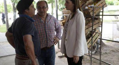 Vidal sorprendió a los vecinos de Saladillo tocando timbre como en la campaña