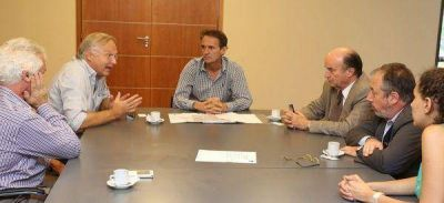 Gabriel Katopodis mantuvo una reuni�n con autoridades de AySA