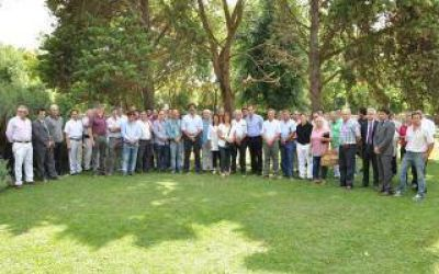 Sarquís encabezó encuentro con intendentes y productores agroindustriales