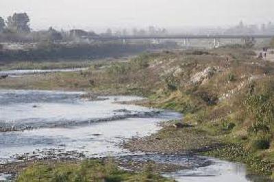 Cano quiere combatir la polución industrial que afecta al río Salí