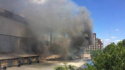 El incendio de un depósito sacó del aire a Canal 13 y TN
