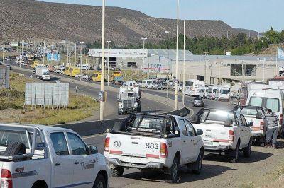 Petroleros se movilizan hoy en ruta 3 y 26
