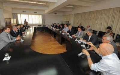 Intendentes expresaron a Aranguren su disconformidad con el aumento en tarifas de luz