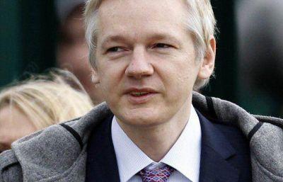 Assange se podría entregar a la policía británica este viernes