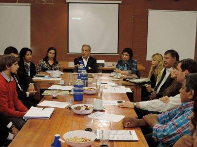 Establecen acuerdos con comerciantes: la Provincia diseña una canasta escolar accesible y de calidad