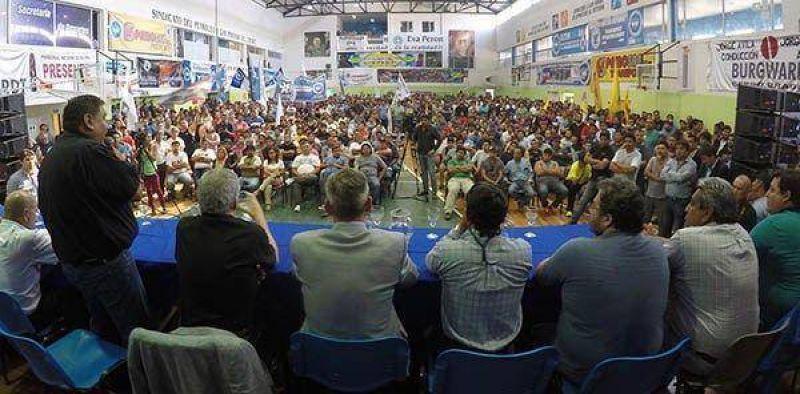 """""""Internas de lado"""": en el plenario petrolero, el Gobernador pidió unidad"""