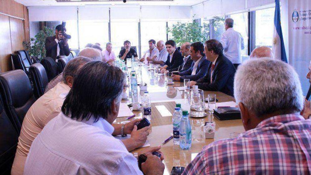 Gremios del transporte quieren participar de la discusión del plan económico