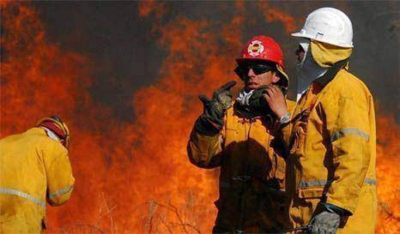 El fuego fue controlado en Córdoba, se reavivó en San Luis y avanza en La Rioja