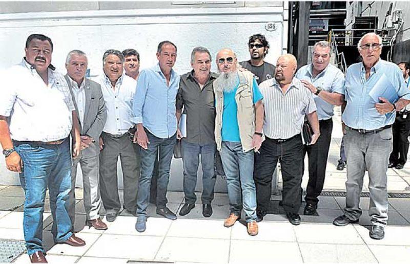 Gremios del transporte piden negociar con baja de Ganancias
