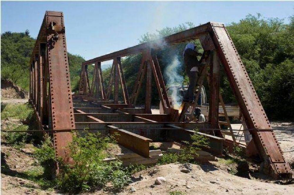 Lentamente avanzan las obras del puente para Huaycama