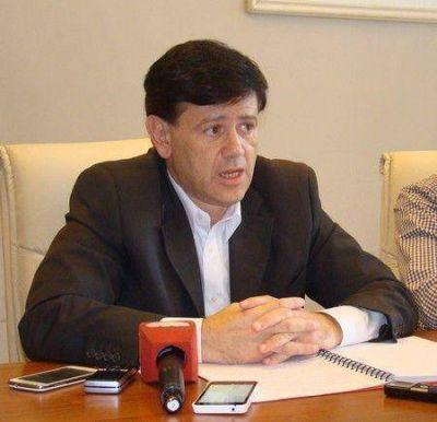 A pesar de que su licencia es anticonstitucional, Mones Ruiz no renunciará a su banca de diputado