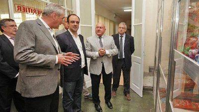 Benedetti hace promesas en nombre del Banco Nación