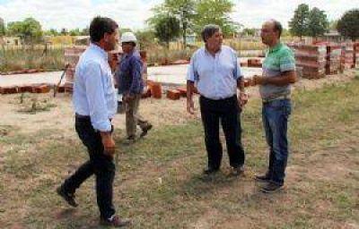 Fioramonti anunció acuerdo para seguir construcción de viviendas