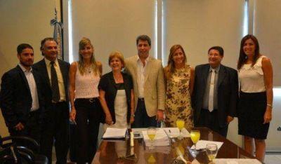 Educaci�n y Fundaci�n Banco San Juan firmaron importante convenio