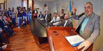 """Docentes: Das Neves dijo que subir 40% es """"imposible"""" y acusó al líder de la ATECh"""
