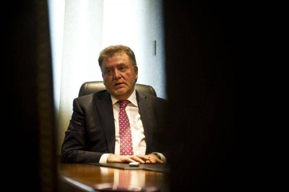 Amaya dice que beneficiará a 32.000 habitantes de villas