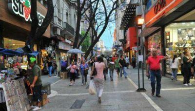 Feriados de Carnaval: los comercios abren el martes