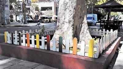 'NO SE PERMITIRÁ EN NINGÚN CASO LA CONSTRUCCIÓN DE CANTEROS EN LAS VEREDAS'