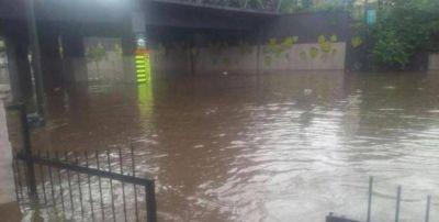La tormenta de esta tarde afectó casas y calles de Tucumán