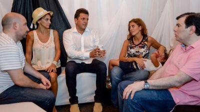En Santiago, Massa se mostró con los Zamora y habló de