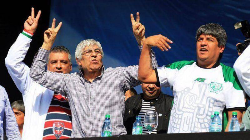 Hugo Moyano no asistirá a la reunión con Mauricio Macri, si no se levanta la resolución del BCRA