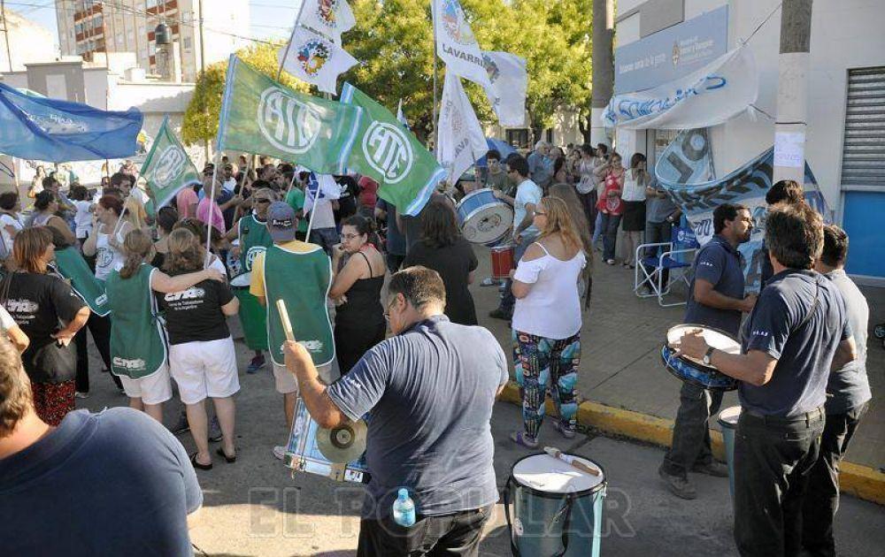 Despedidos del CDR se movilizaron y seguirán sin atender al público
