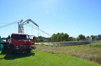 Finalizan la reparación del puente colgante de la calle Merlo
