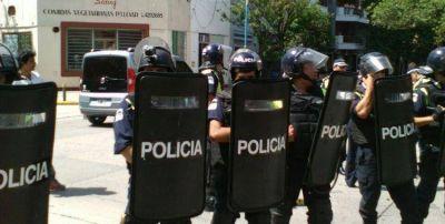 Berarducci puso policías con cámaras para intimidar a usuarios de transporte que manifestaban