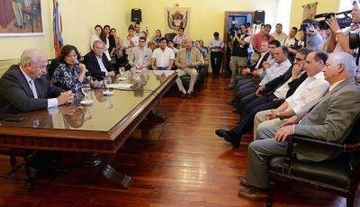 El Gobierno firmó un convenio por 50 millones para obras hídricas y viales