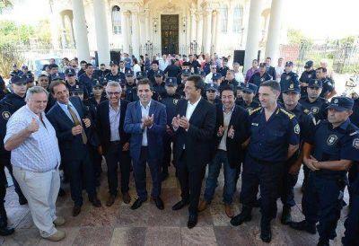 Massa, Ritondo y Zamora entregaron 600 chalecos antibalas a policías