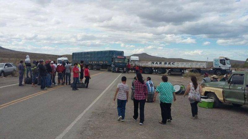 UOCRA y Camioneros cortaron la ruta en San Julián