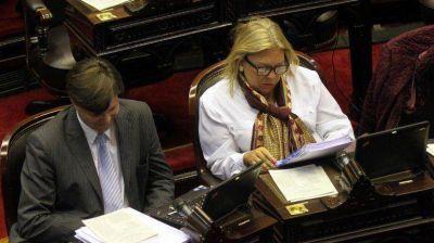 Tras las críticas a Macri, Carrió prepara un paquete de 80 leyes