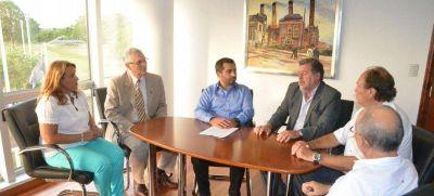 Elustondo visitó la Universidad de Lomas de Zamora