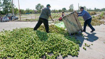 No llegó la plata y ahora van a tirar 1 millón de kilos de fruta