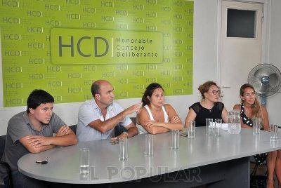 Ex empleados del CDR se reunieron con ediles en el HCD