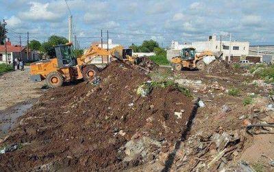 El municipio continúa con las tareas de pavimento y limpieza de desagües