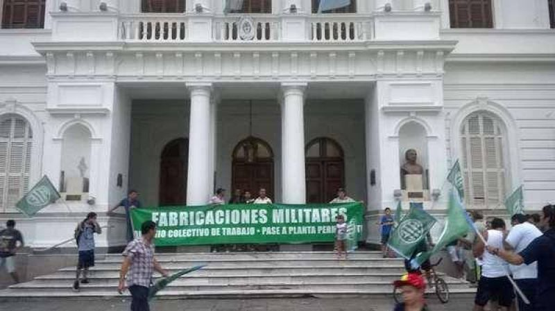 Delegados gremiales de los trabajadores de Fanazul entregaron un petitorio al Ejecutivo