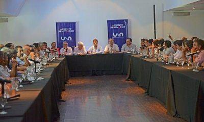 Massa reunió a intendentes, legisladores y dirigentes