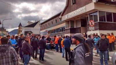 Municipales protestan en Casa de Gobierno por descuentos salariales destinados al Ipauss