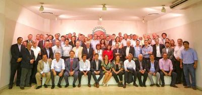 �Petu� Castillo, entre los 70 radicales en el gobierno