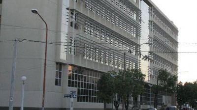 "Buscan recuperar sueldos pagados a docentes con licencias ""truchas"""